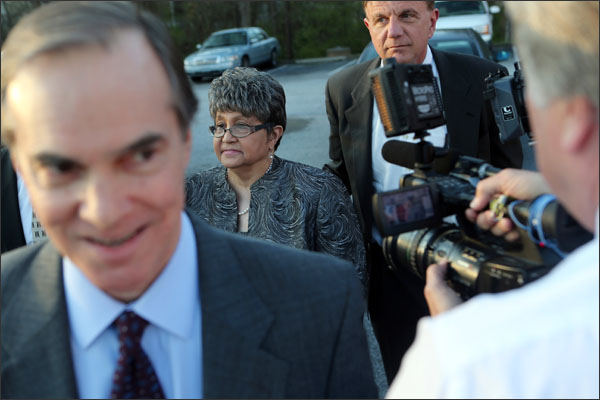 Former Atlanta Public Schools Superintendent Beverly Hall, center, heads towards the Fulton County Jail to turn herself in on Tuesday, April 4, 2013 in Atlanta. (AP Photo/Atlanta Journal-Constitution, Ben Gray)
